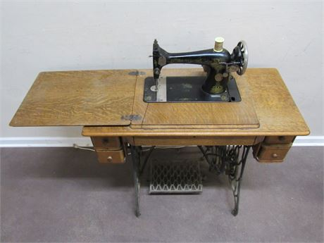 ANTIQUE 1920 SINGER TREADLE SEWING MACHINE - CONVERTED TO ELECTRIC
