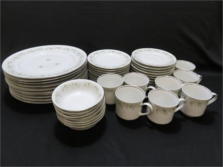 JOHANN HAVILAND  47-Piece Bavarian China Set - GERMANY