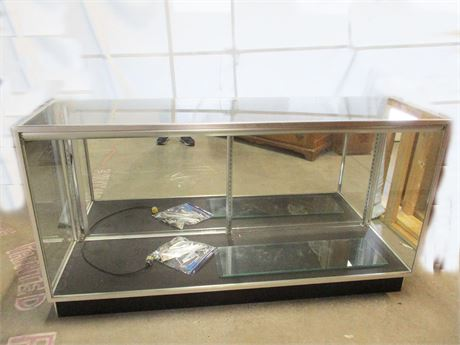 LOVELY GLASS DISPLAY COUNTER