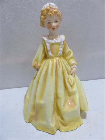 ROYAL WORCESTER 3081 Grandmother's Dress Figurine