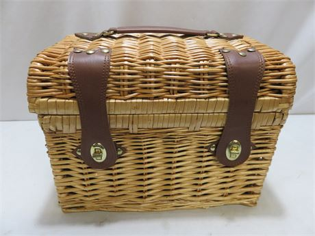 Picnic Time Basket with Wine and Cheese Service for Two