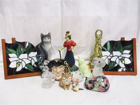 LOT OF VINTAGE MISCELLANEOUS DECOR FEATURING FENTON AND GOEBEL