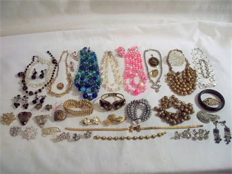 LARGE COSTUME JEWELRY LOT - 40+ PIECES