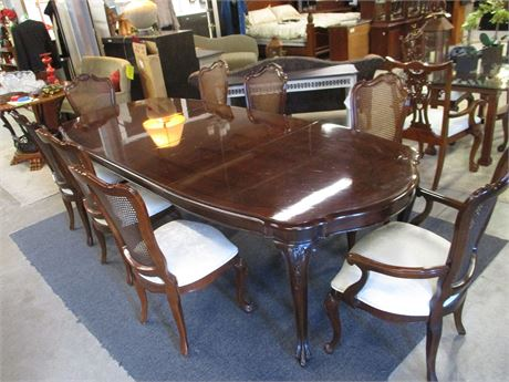 ELEGANT CHERRY FINISH DINING TABLE
