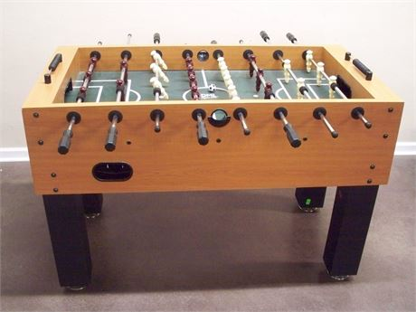 DM1 SPORTS FOOSBALL TABLE