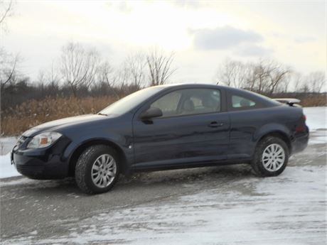2009 CHEVY COBALT - 5 SPEED MANUAL - LOW MILEAGE ADULT OWNED