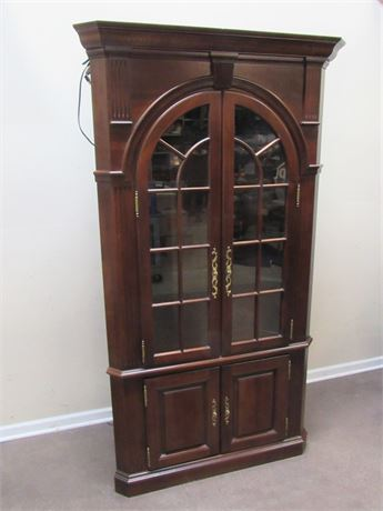 BEAUTIFUL CHIPPENDALE STYLE CORNER CABINET