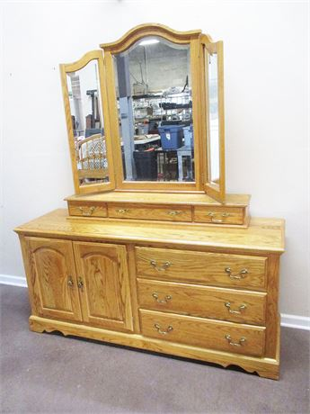 "LOVELY NATHAN HALE ""HARVEST OAK"" DRESSER WITH 3-PANEL MIRROR"