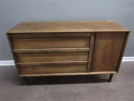 Mid Century Modern RN Richardson Bros. Contemporary Furniture Dresser