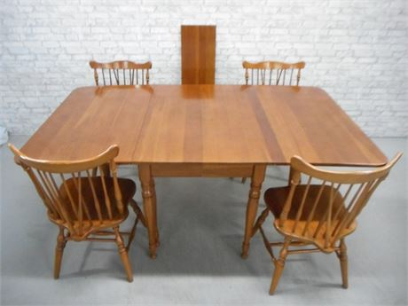 MONITOR FURNITURE CO. GATELEG DINING TABLE AND 4 CHAIRS