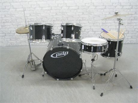 PACIFIC DRUM AND PERCUSSION 5 PIECE SET - Z5 SERIES WITH STAGG HI-HAT AND CYMBAL