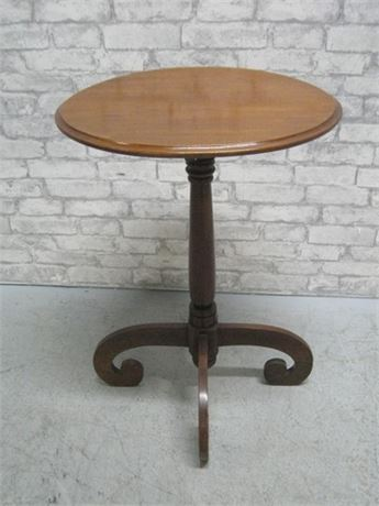 VINTAGE OVAL TOP SIDE TABLE