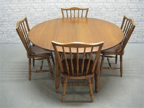 ROUND MAPLE DROP-LEAF DINING TABLE WITH 4 SPINDLE BACK CHAIRS
