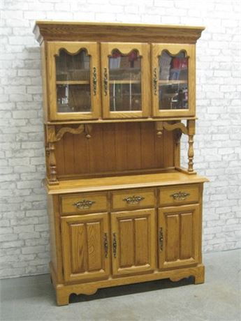 ST. JOHNS OAK CHINA HUTCH