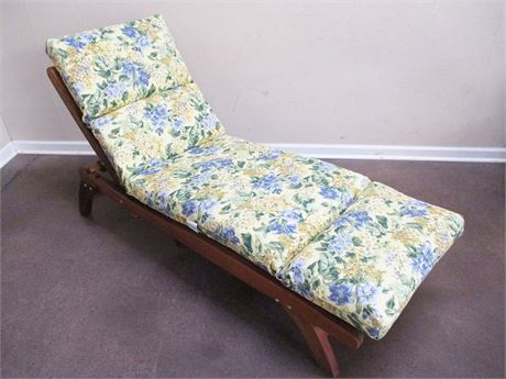 BEAUTIFUL TEAK LOUNGE CHAIR WITH PLOW & HEARTH CUSHION