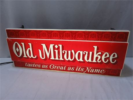 Vintage Old Milwaukee Lighted Beer Sign