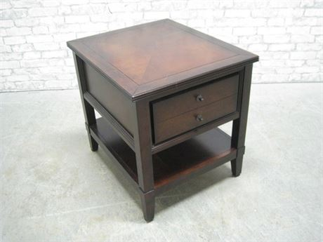 AMERICAN SIGNATURE END TABLE