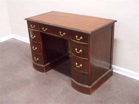 VINTAGE KNEEHOLE DESK