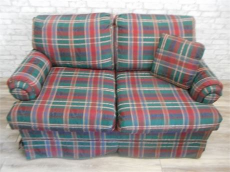 KLAUSSNER PLAID LOVESEAT WITH THROW PILLOW