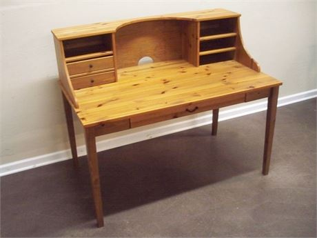 KNOTTY PINE DESK WITH KEYBOARD DRAWER/TRAY