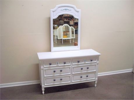 WHITE PAINTED 6 DRAWER DRESSER WITH MIRROR