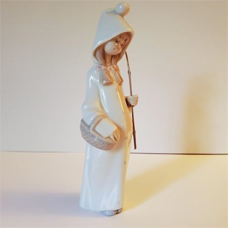 "Lladro Figurine ""Shepherdess with Basket"" #4678"