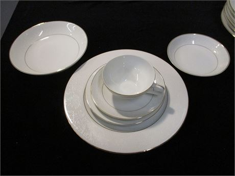 """LOT OF EMBASSY """"TOUCH OF GOLD"""" CHINA - 51 PIECES"""