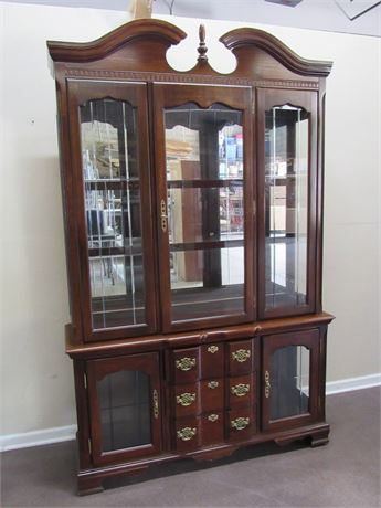 NICE CHIPPENDALE STYLE 2-PIECE CHINA HUTCH