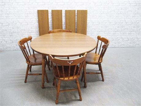VINTAGE TELL CITY TABLE AND 4 CHAIRS