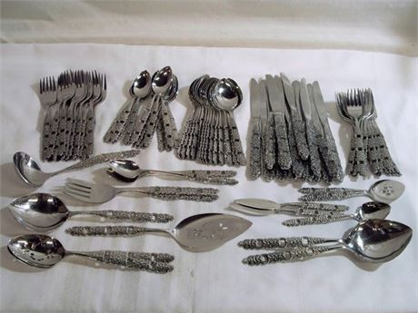 LARGE ONEIDA STAINLESS FLATWARE SET - 94 PIECES