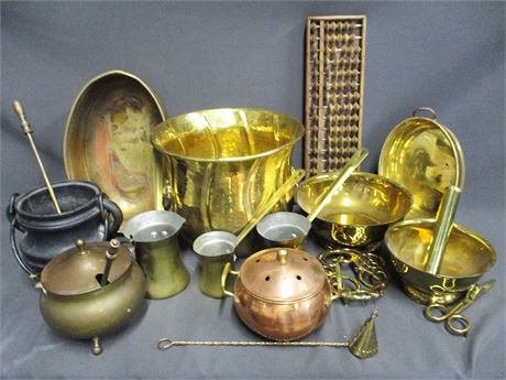 LOT OF BRASS AND METAL DECORATIVE ITEMS