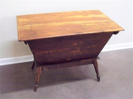 ANTIQUE/PRIMITIVE DOUGH BOX TABLE