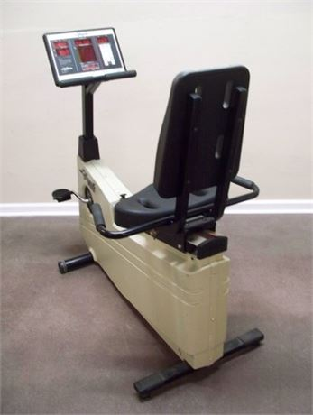 LIFE FITNESS LIFECYCLE 5500R - RECUMBENT BIKE