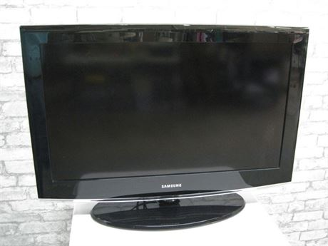 SAMSUNG FLAT PANEL TV - 32""