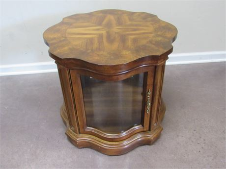 END/SIDE TABLE WITH GLASS ENCLOSED DISPLAY AREA