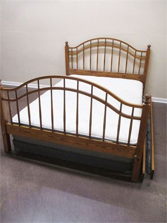 VERY NICE QUEEN BED (COMPLETE)
