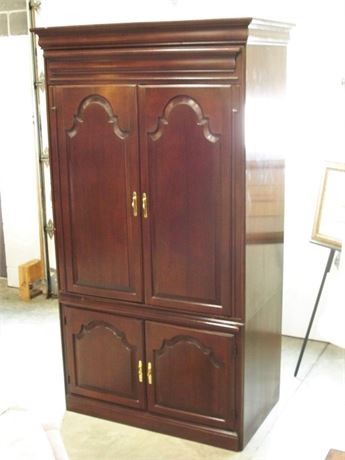TV/ENTERTAINMENT ARMOIRE