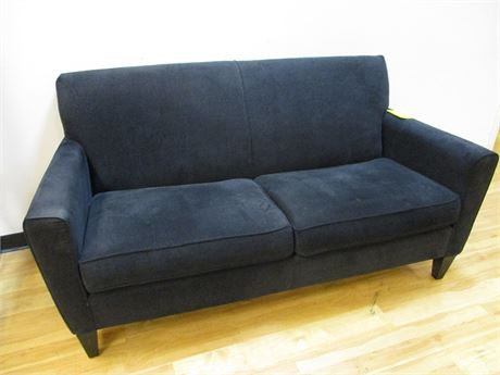 BLACK FLEXSTEEL LOVESEAT