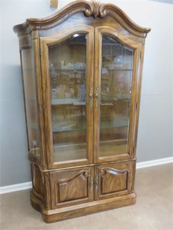 THOMASVILLE French Provincial Lighted China Hutch