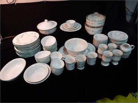 Pfaltzgraff Winterberry Stoneware Set