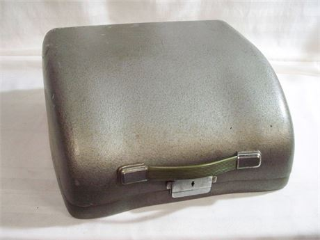 VINTAGE PORTABLE OLYMPIA TYPEWRITER WITH CASE