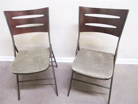 LOT OF 2 FOLDING CHAIRS BY INNOBELLA