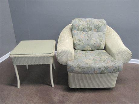 Floral Cushioned Lloyd Flanders Loom Synthetic Wicker Swivel Chair w/ Side Table
