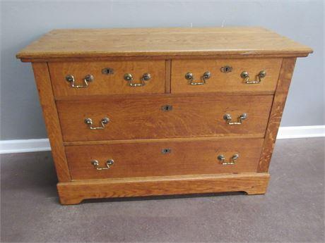Vintage/Antique Oak 4 Drawer Dresser