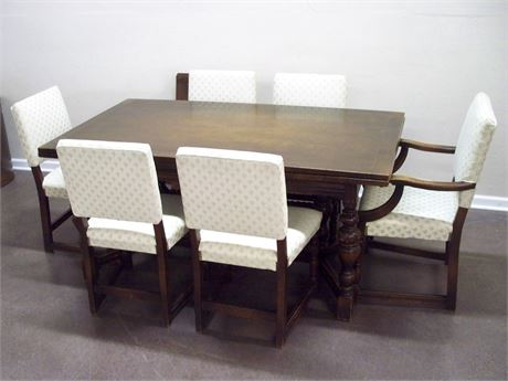 VINTAGE/ANTIQUE DINING TABLE WITH PULL-OUT LEAVES AND 6 CHAIRS