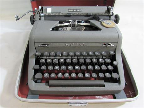 Vintage Royal Quiet De Luxe Portable Typewriter