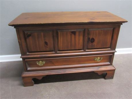 Solid Wood Cedar Chest with 1 Drawer