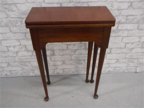 SMALL GATE-LEG SIDE TABLE