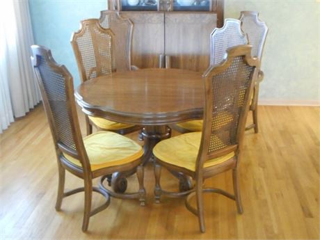 VERY NICE THOMASVILLE PEDESTAL DINING TABLE WITH 6 CHAIRS