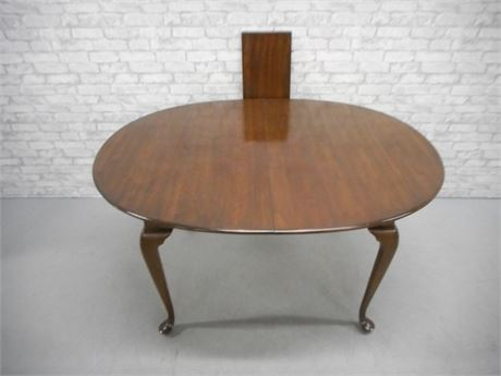 DINING TABLE WITH CABRIOLE LEGS AND 1 LEAF